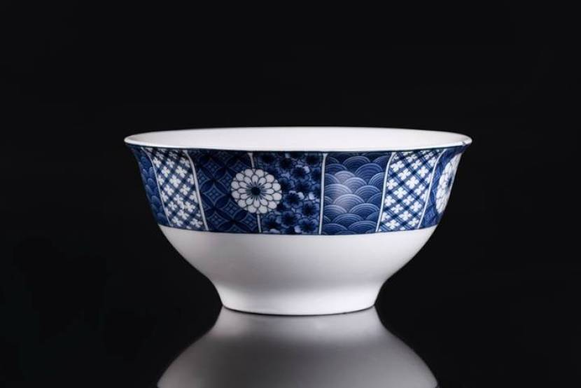 Why do you see patterns of blue and white on many China wares?