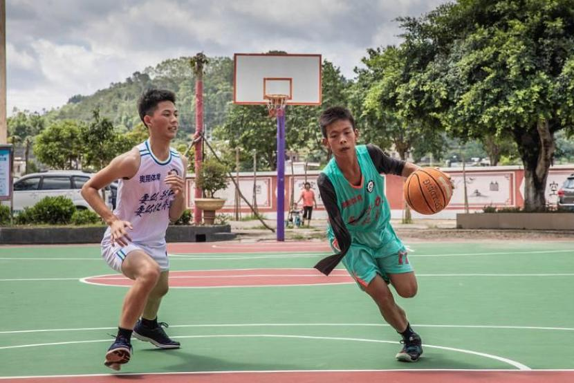 How a one-armed basketball-playing teenager inspired the world