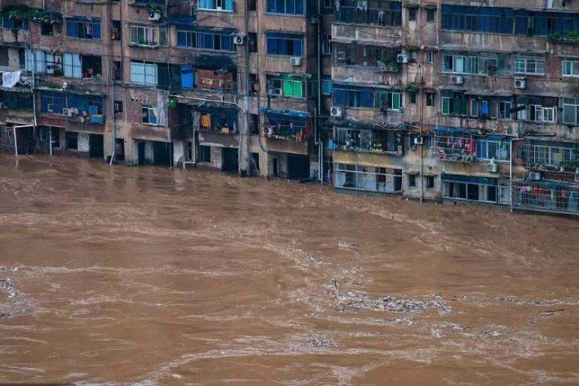 How does advanced technology save lives in China's flood-prone areas?