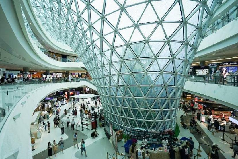 Duty-free shopping booms on island province of Hainan